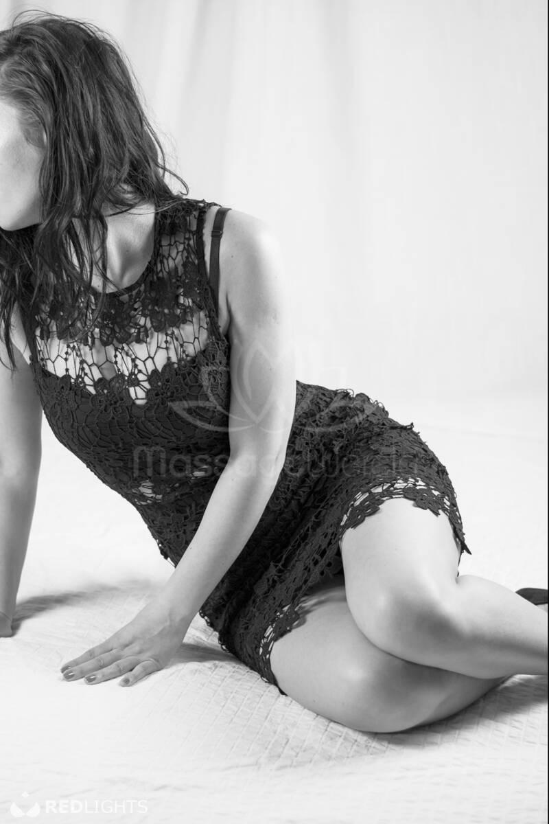 erotische massage weert man kiny