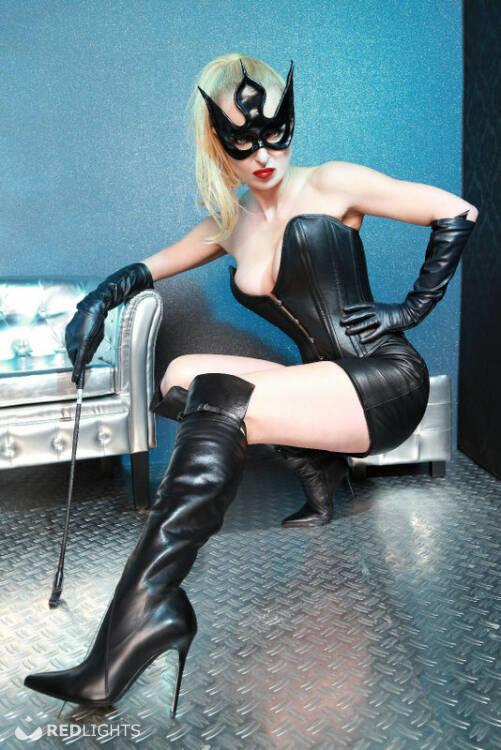Mistress Agonia (Foto)