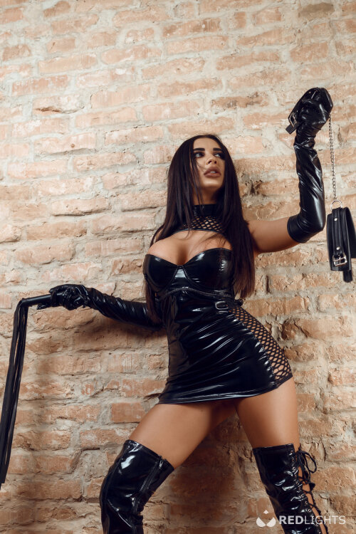 Thuisontvangst Kinky Selena
